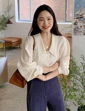 Down collar shirring blouse 襯衫