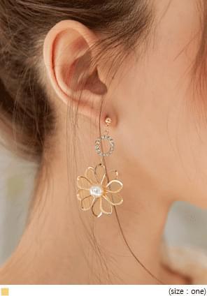 GOLD FLOWER UNBAL EARRING