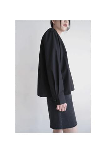 V-neck solid cotton blouse ブラウス
