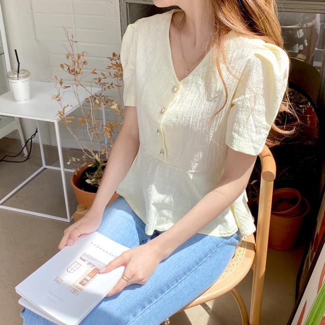 Eye-like blouse