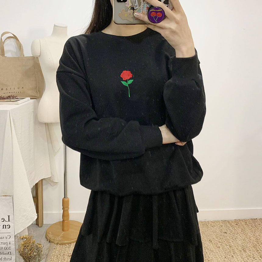 Red Rose Color Embroidery Round Neck sweat shirt
