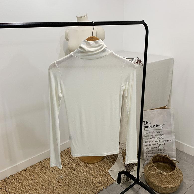 Victory span high-neck polar T-shirt