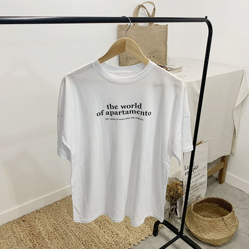 World off lettering round neck short sleeve t shirt