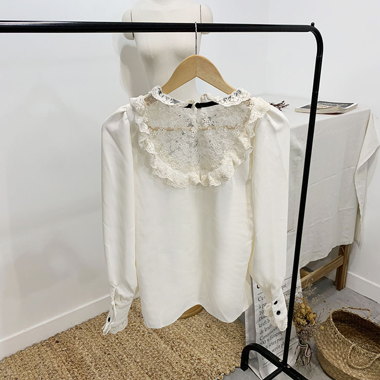 Lind ribbon lace blouse