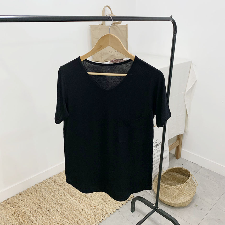 Motif V-neck pocket short-sleeved T-shirt