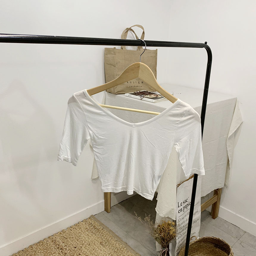 Ariana V-neck cropped t-shirt