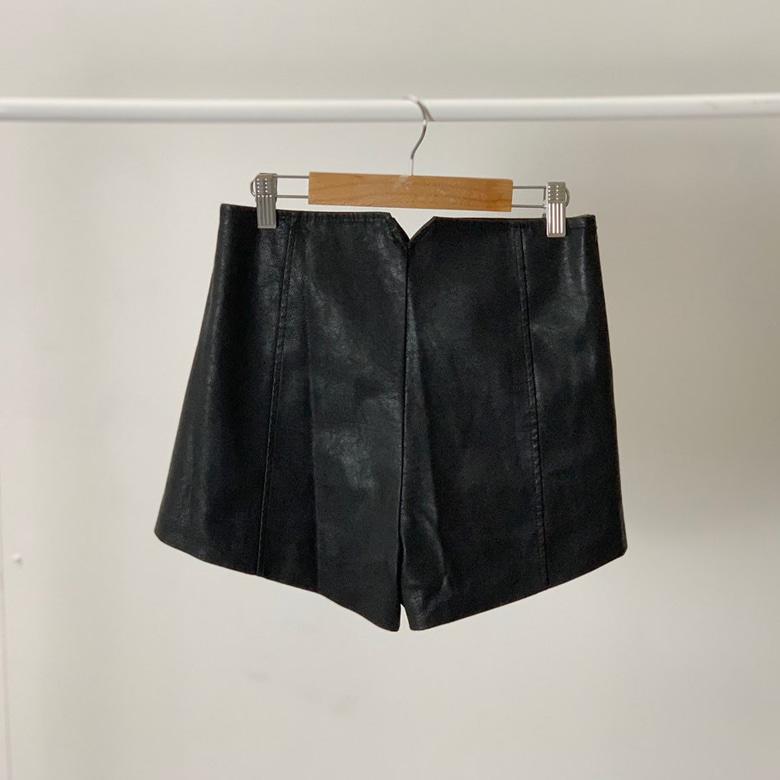 Unique high-waist span leather short pants