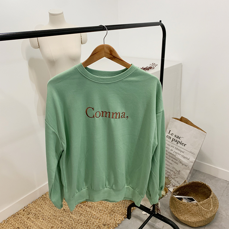 Comma lettering round sweat shirt