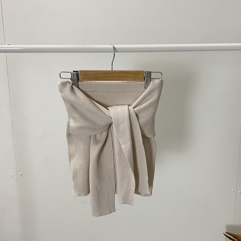 Deformed tube halter knit lash
