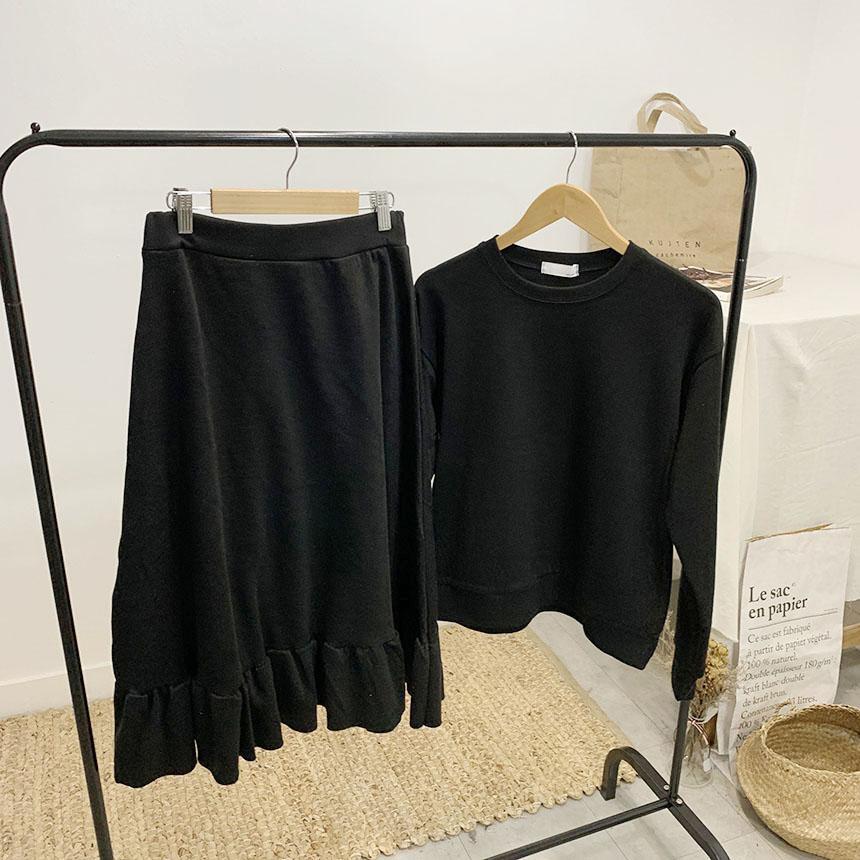 Curidan frill man-to-man skirt set