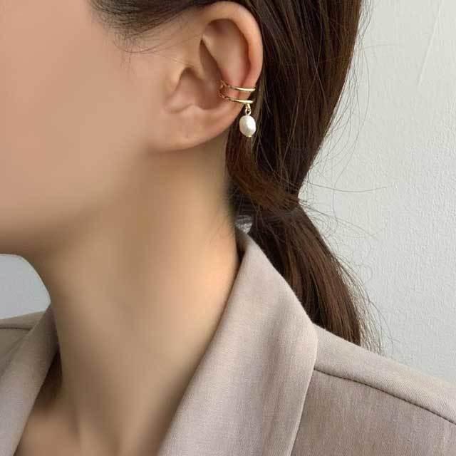 Dali Pearl Two-Line Ear Cuff