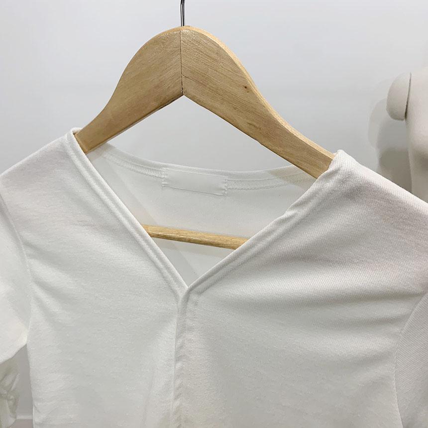 Lienne wavy v-neck long sleeve t-shirt