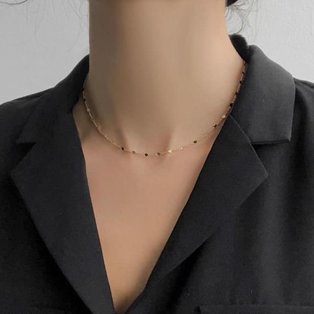 Simple light chain necklace
