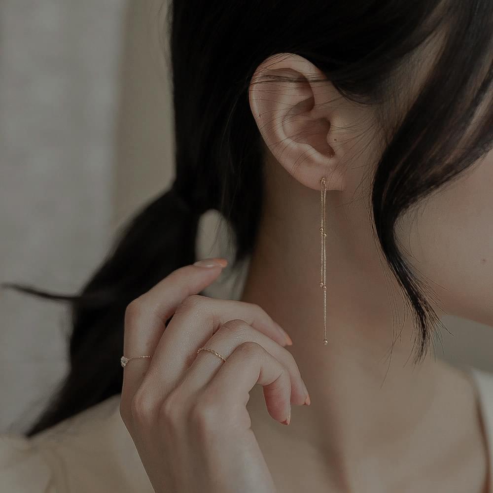 9423 gold minimal line drop earrings