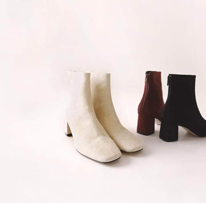 REMEN SUEDE SQUARE ANKLE BOOTS