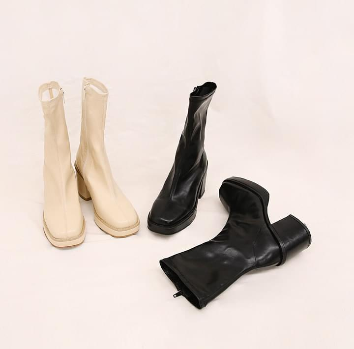 MARVIN SQUARE CHUNKY HEEL BOOTS