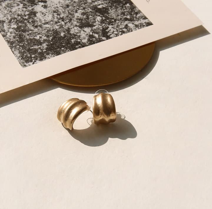 FRAN CURVE BOLD EARRING 耳環