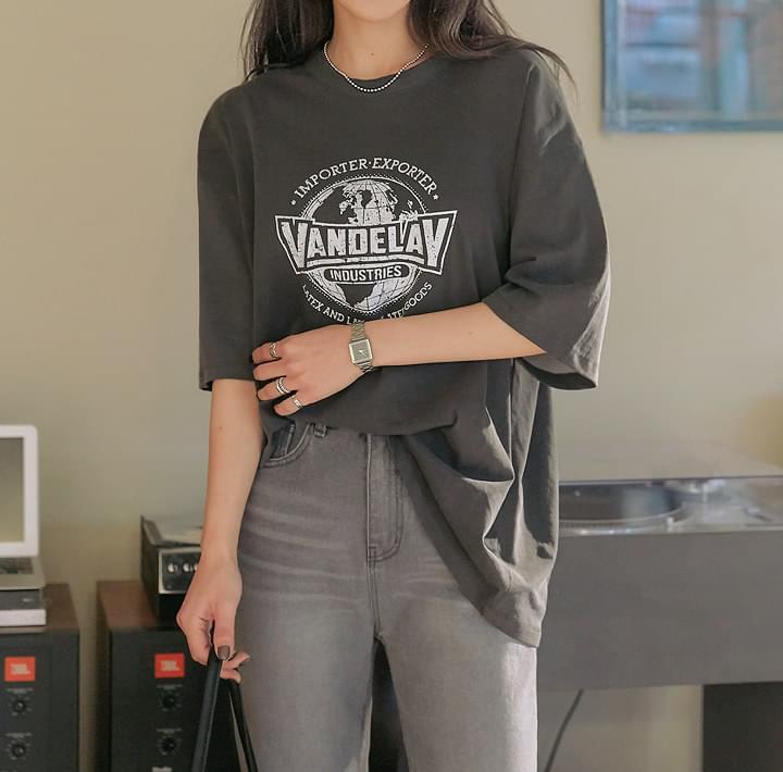 レタリング&イラストプリントTシャツ