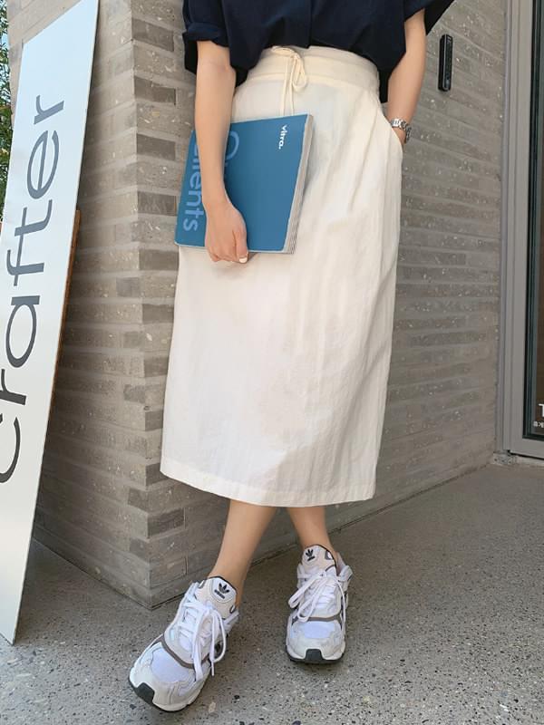 Windbreak String Skirt