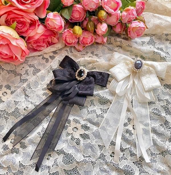 Sapphire jewelry brooch
