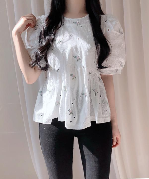 Tongue flower embroidery punching blouse 襯衫