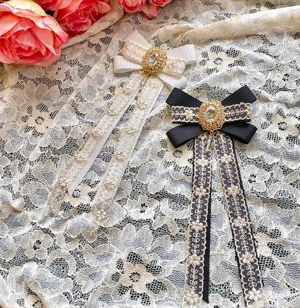 Versha color lace brooch acc