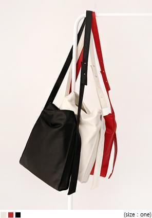 簡練風範磁釦肩背皮革方包