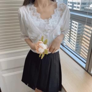 Retro lace ribbon blouse