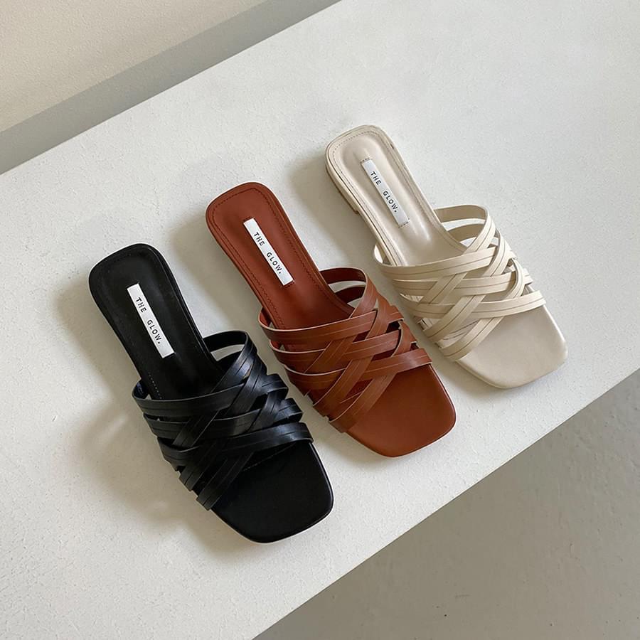 Soft twist slippers