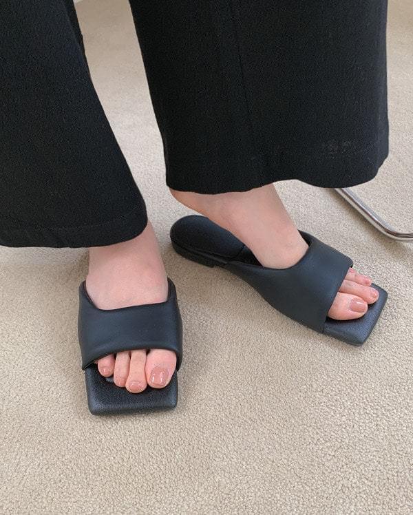 Marine cushion mule sandals