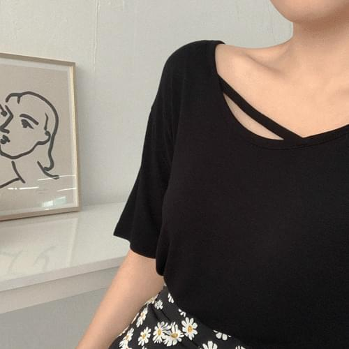斜向條帶裝飾大U領短袖T恤