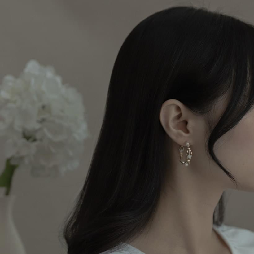 1780 polygon pearl earrings