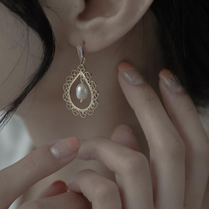 1818 antique water drop earrings
