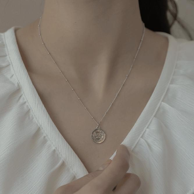 323 ball line coin necklace