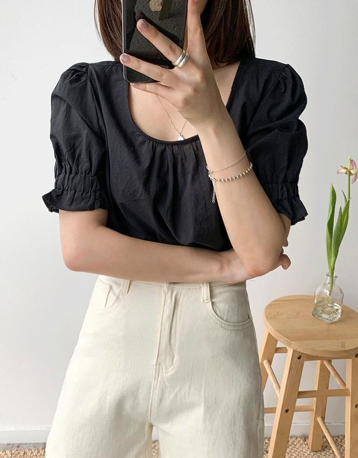 Sleeve frill blouse