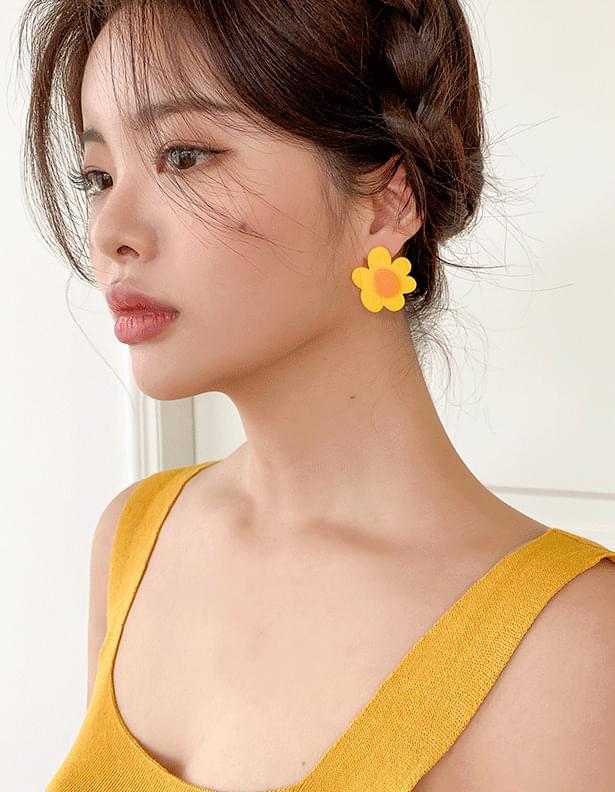 Vivid flower earrings