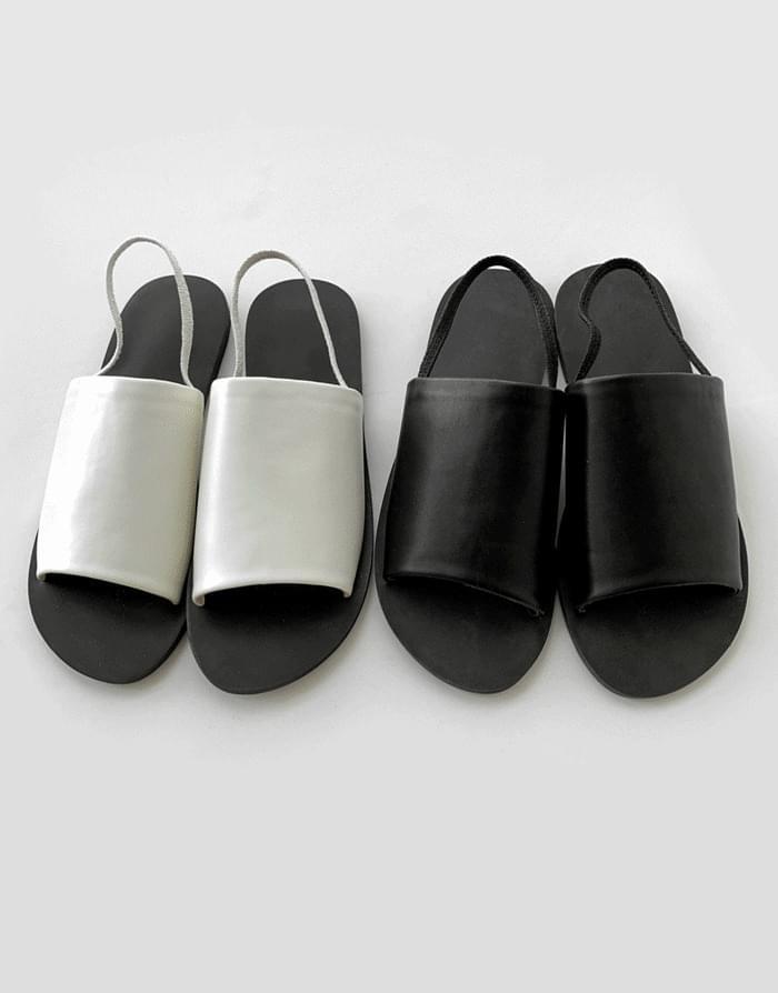 Simple strap sandals