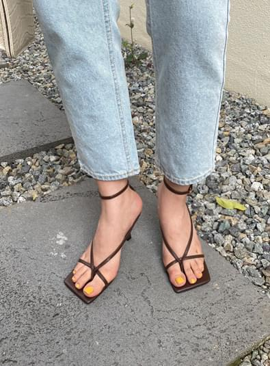 Jand strap heel shoes