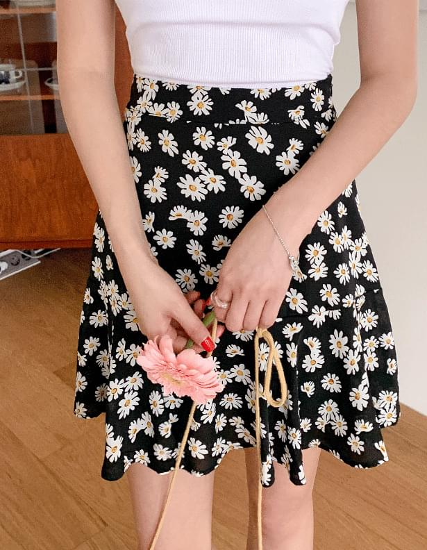 Daisy flare mini skirt