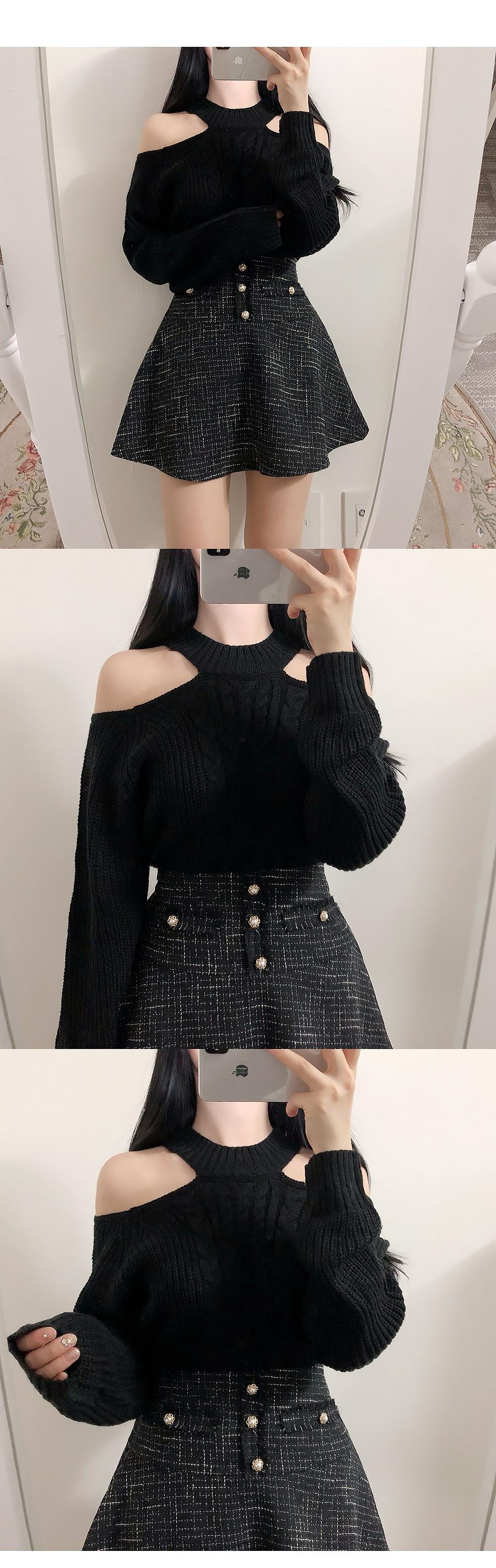 Choker Twist Shoulder Knit