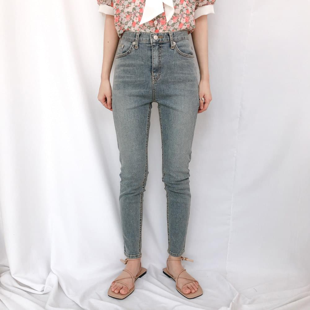 8559 dark washed skinny jeans 牛仔褲