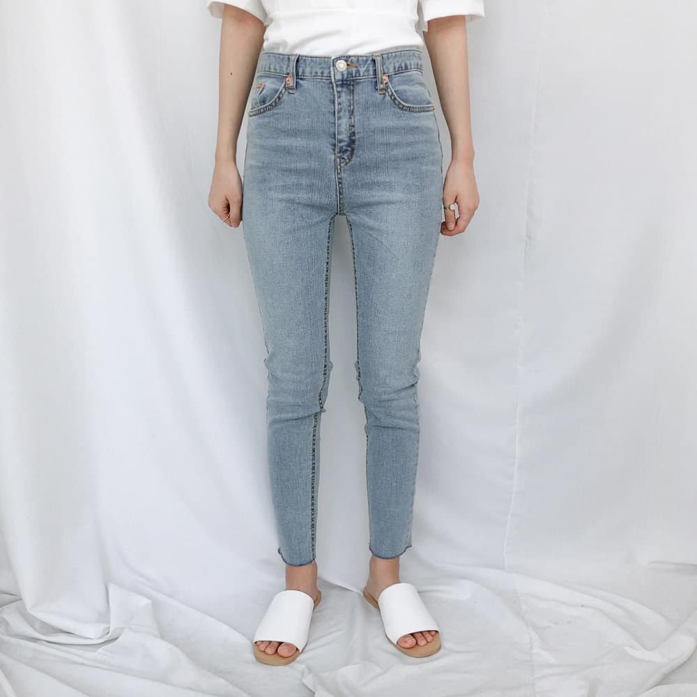 8563 Light Wash Skinny Jean
