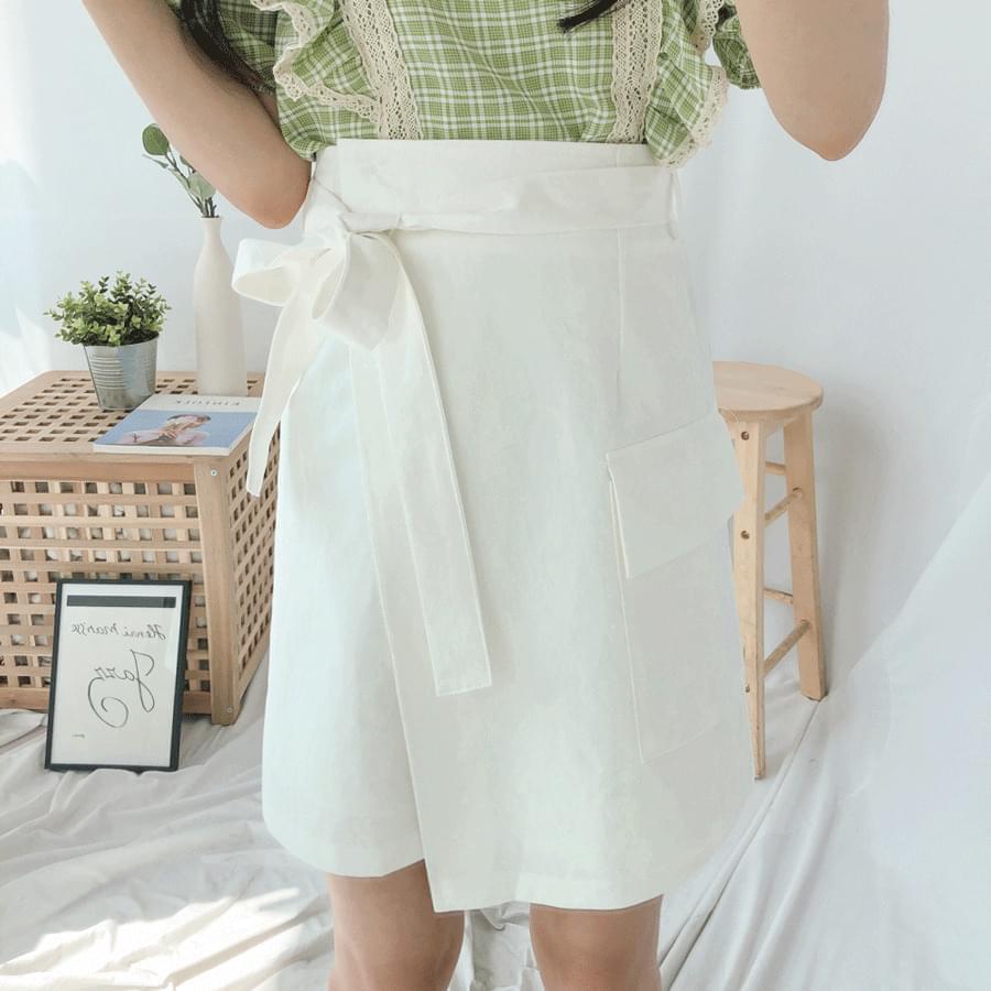 Unbalanced pocket skirt