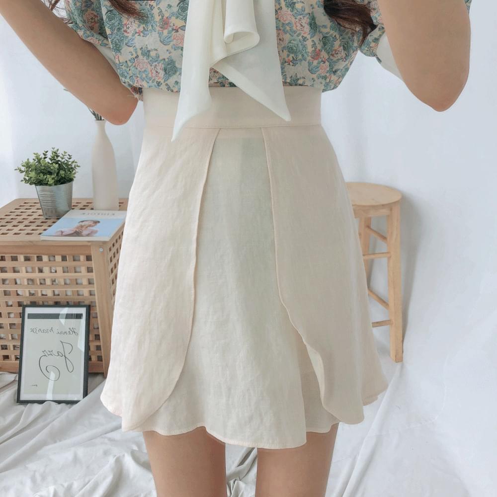 Wing flare mini skirt
