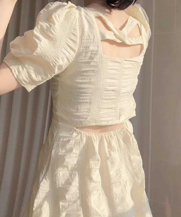 胸口抓皺澎袖洋裝