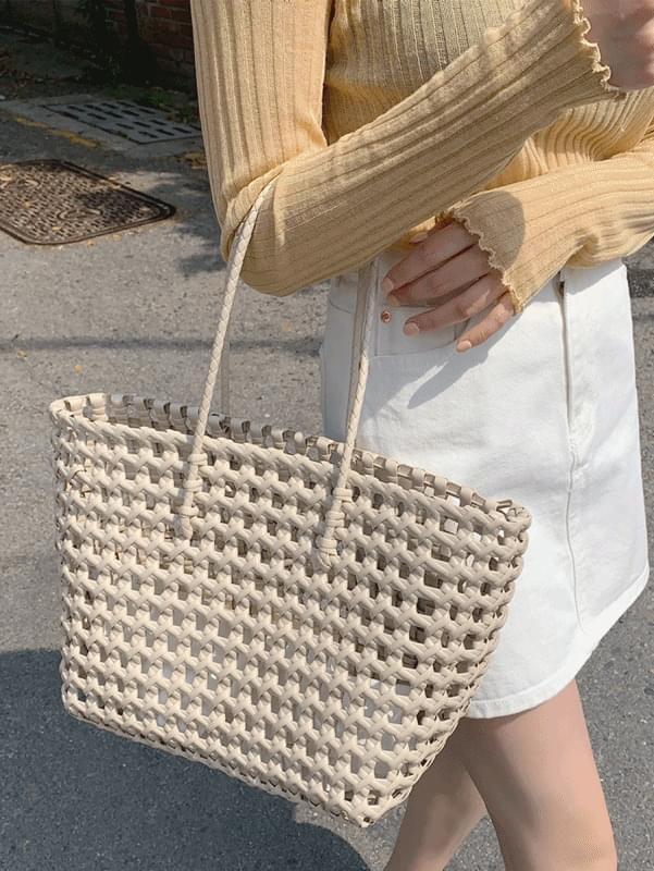 Basket knot bag
