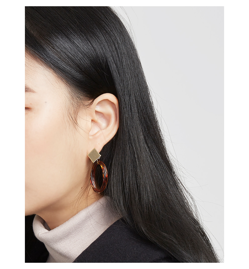 glossy point earring