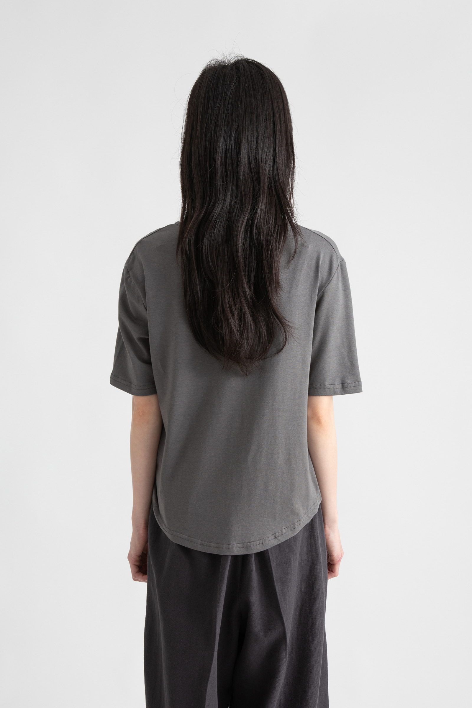Unbal twisted modal half round neck T-shirt