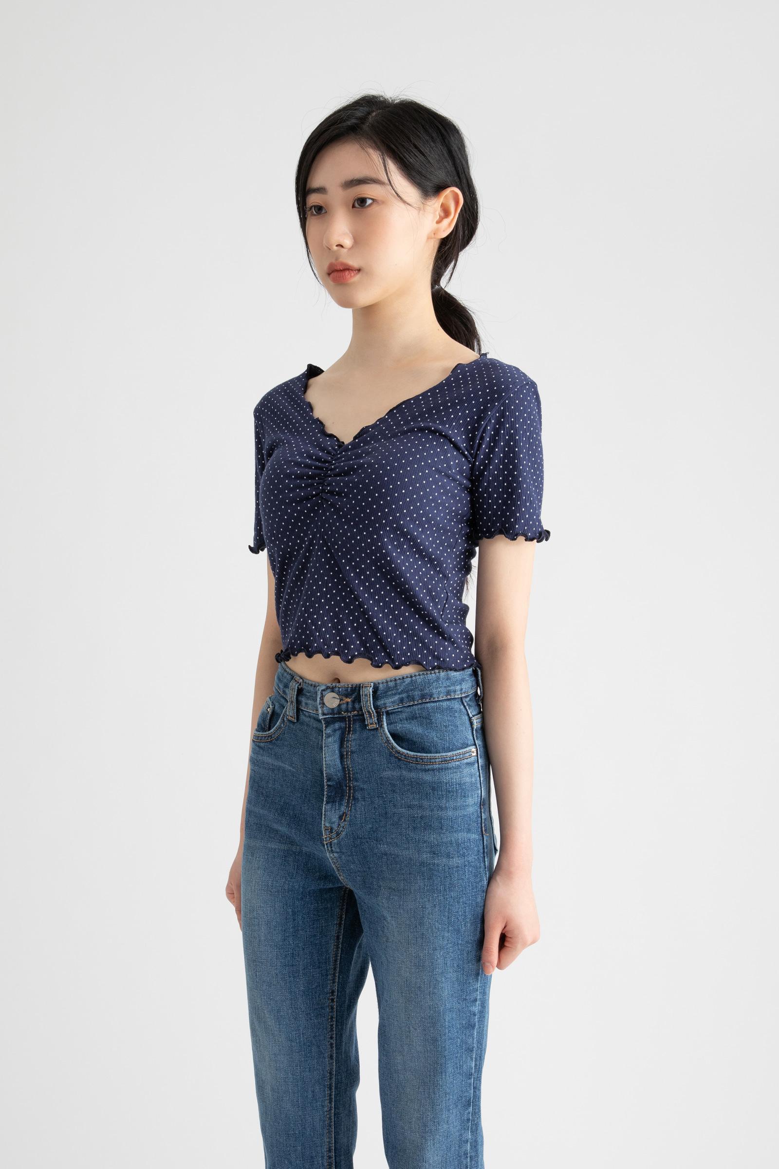 Dot shirring crop V-neck T-shirt