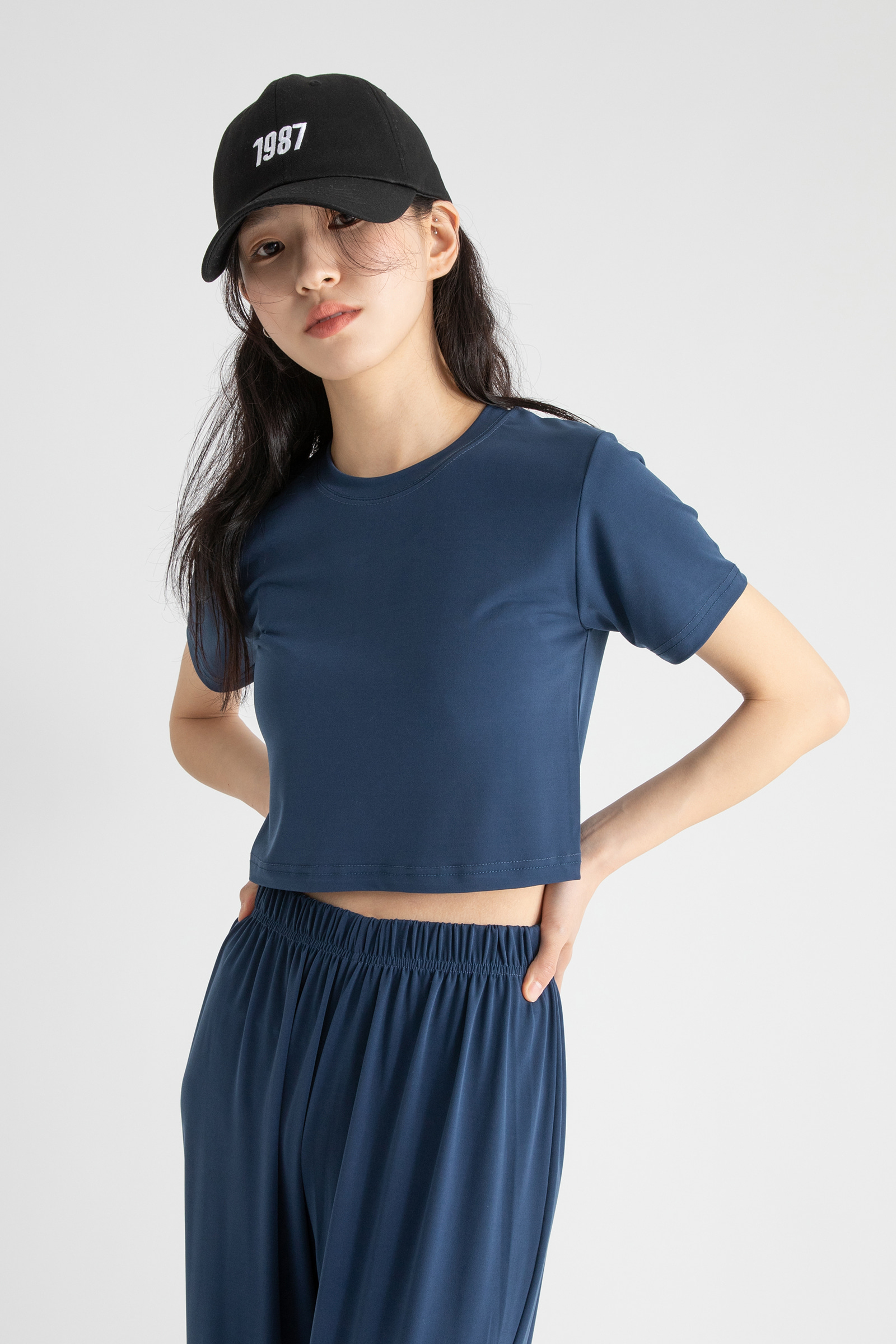 Mild cropped round-neck T-shirt